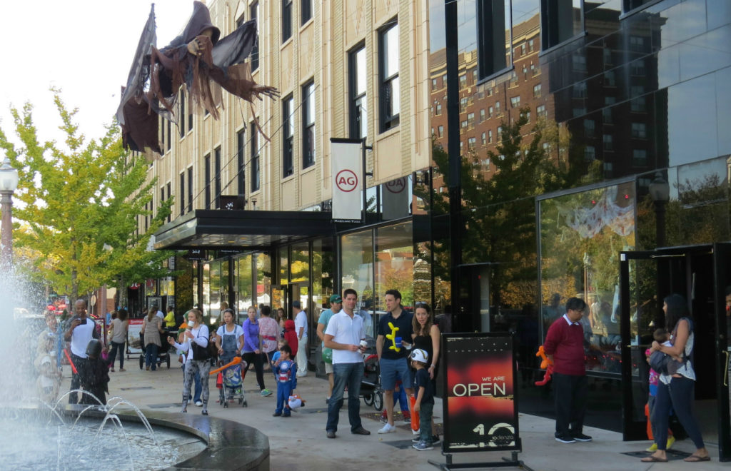 Nicki's Central West End Guide Events, Sightings Food and Drink For Children Shop News Uncategorized  Straub's Maryland Plaza Kissinger's Enchanting Embellishments CWE Scene Circus Kaput Children's Parade Central West End St. Louis MO AG Jeans 10denza