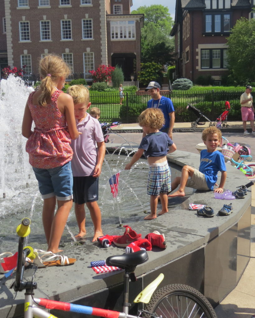 Nicki's Central West End Guide Events, Sightings For Children  Sysco St. Louis Maryland Plaza Central West End Association Busey Bank 4th of July Parade