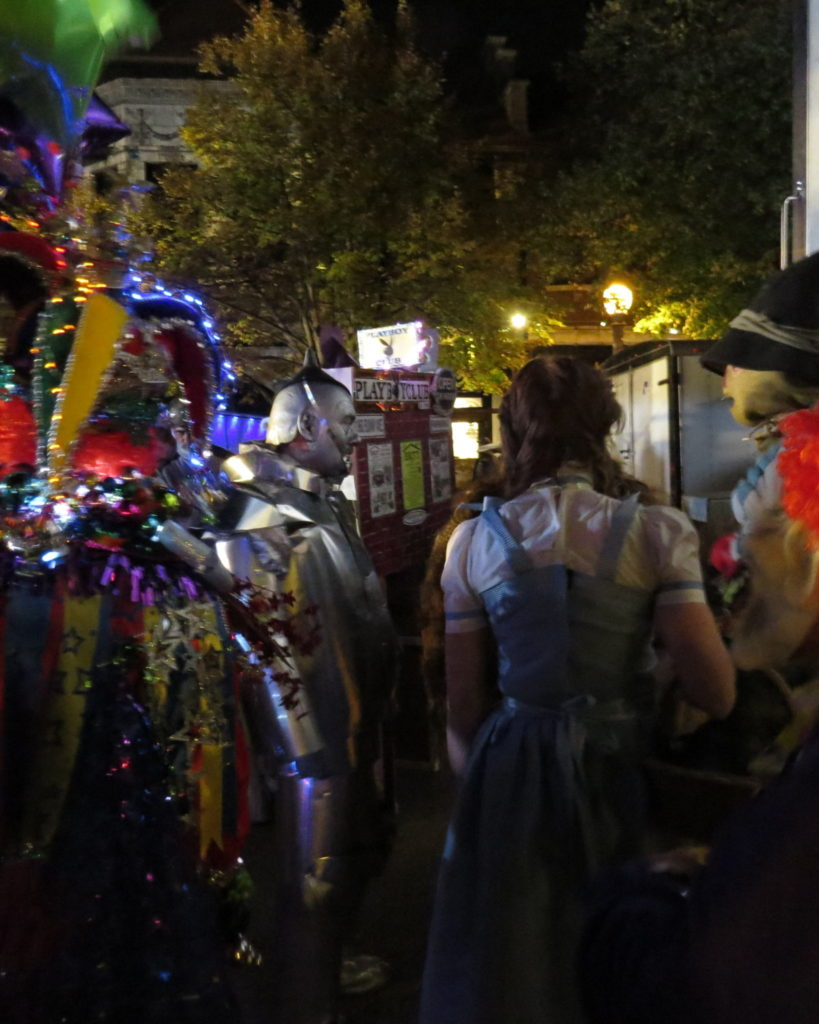 Nicki's Central West End Guide Art & Architecture Events, Sightings  CWE Scene Central West End 2018 Halloween Costume Contest